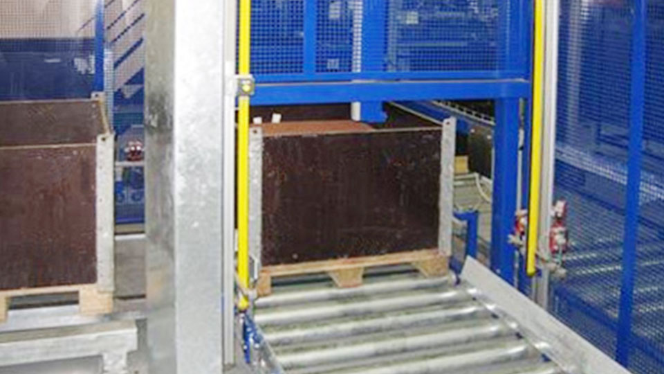 Application picture for automatic de-palletising
